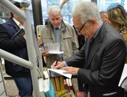 """Giuseppe Gallizzi, presidente del """"Movimento Liberi Giornalisti"""" presenta il suo libro """"la scuola dei grandi maestri"""", 29 aprile 2014, Cascina di Rozzano (MI)"""