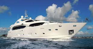 Truffa all'assicurazione da 2 milioni di euro, affonda il proprio yacht da 24 metri